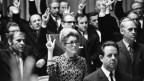 Die Zürcherin Liliane Uchtenhagen wird 1971 als eine der ersten Frauen im Schweizer Parlament als Nationalrätin vereidigt