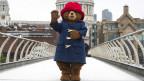 Paddington-Figur auf der Millennium Bridge in London
