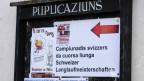 Ein Informationsschild in Deutsch und Romanisch an den Schweizer Langlaufmeisterschaften in Zignau Trun, aufgenommen am Sonntag, 25. Januar 2009.