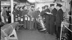 Seeleute der Royal Navy bei der Rum-Ausgabe 1940.