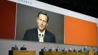 Daniel Vasella spricht an der Generalversammlung am 22. Februar 2013. Die heftigen Reaktionen auf seine Entschädigung seien nicht spurlos an ihm vorbei gegangen.
