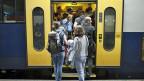 Für den Weg zur Arbeit nehmen immer noch viele den Zug, für Freizeitfahrten wird vermehrt das Auto bevorzugt.