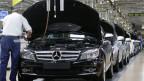 Der deutsche Autokonzern Daimler setzt voll auf Aluminium. Die Karosserie der neuen C-Klasse ist ganz aus dem silbrig-weissen Material.