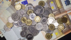 Wird das Gehalt in Euro auszahlt, hat man am Ende weniger im Portemonnai.