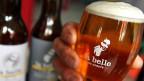 Eines von 370 Bieren von eigenständigen Schweizer Klein-Brauereien.