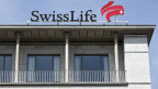 Das Logo auf dem Dach des Hauptsitzes der Versicherungsgesellschaft Swisslife am General-Guisan-Quai in Zürich.