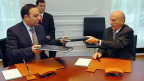 Unterzeichnung des Doppelbesteuerungsabkommens mit Kolumbien im Oktober 2007. Viele Entwicklungsländer lassen sich auf Doppelbesteuerungsabkommen ein - in der Hoffnung, damit mehr Rechtssicherheit zu schaffen und mehr Investoren anzulocken.