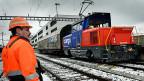 Für SBB-Konzernchef Meyer ist es falsch beim Güterverkehr die Schiene und die Strasse gegeneinander auszuspielen. Kombinierter Verkehr - heisst das Zauberwort: Die Güter auf den langen Hauptachsen mit dem Zug, auf den übrigen Strecken mit Lastwagen transportieren.