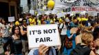 Teilzeitangestellte protestieren am 26. Juni in Paris gegen ihre Arbeitsbedingungen.