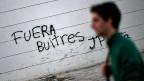 Auf einer Mauer in der argentinischen Hauptstadt Bueonos Aires steht «Geier raus!»