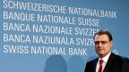 Negativzins - mit dieser aussergewöhnlichen Massnahme will die Nationalbank Druck vom Franken nehmen. Bild: SNB-Präsident Thomas Jordan.