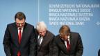 Das SNB-Direktorium hat den tiefen Zins beschlossen - er gilt ab 22. Januar 2015: Präsident Thomas Jordan, Vizepräsident Jean-Pierre Danthine und Direktoriumsmitglied Fritz Zurbrügg.