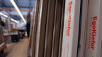Der Preiskampf im Schweizer Fenstermarkt noch härter geworden. Nun will Arbonia Forster die Produktion von billigen Kunststoff- Fensterrahmen rascher als ursprünglich geplant ins eigene Werk in der Slowakei verlagern.