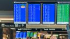 Abflug- und Ankunftstafeln im Flughafen Zürich, Juli 2014.