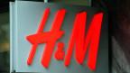 Loge des schwedischen Billiganbieters H&M.