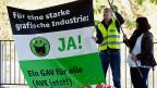 Die Gewerkschaften wollen eine weitere Verschlechterung der Arbeitsbedingungen nicht einfach hinnehmen, wie sie an einer kleinen Kundgebung vor dem Eingang des Tagungslokals der Arbeitgeber klar gemacht haben.