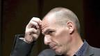 Der griechische Finanzminister Yanis Varoufakis hofft darauf, dass sich Griechenland mit einer Parallelwährung Zeit kaufen könnte - und so unter Umständen im Euro bleiben könnte.