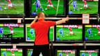 Fussballweltmeisterschaften gehörten zu den attraktivsten Fernsehinhalten: Sie versprechen hohe Einschaltquoten und werden meistens live geschaut. Entsprechend können die Zuschauer bei der Werbung nicht vorwärts spulen.