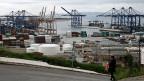 Die griechische Wirtschaft habe durchaus Wachstumspotenzial, sagt ein Ökonom. In der Frachtlogistik gäbe es gute Chancen. Es sei kein Zufall, dass die Chinesen grosses Interesse hätten am Hafen von Piräus.