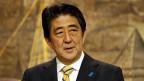 Shinzo Abe gerät zunehmend in Bedrängnis. Mit der japanischen Wirtschaft will es einfach nicht mehr aufwärts gehen.