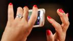 Vor zwei Jahren gaben 27 Prozent der befragten Frauen an, sich im Internet nur schlecht oder knapp ausreichend auszukennen. In diesem Jahr waren es schon 43 Prozent. Bei den Männern gibt nur ein Viertel zu, dass sie über nicht besonders gute Online-Kenntnisse verfügen.