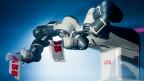 Neue Technologien wie die Robotik sollen das Geschäft von ABB ankurbeln, denn die Robotik könne die Qualität der Arbeit erhöhen, sagt ABB-Chef Ulrich Spiesshofer.