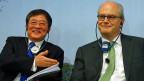 Ein chinesischer Coup, als das wird die Übernahme der Syngenta in Europa gesehen.  Bild: Der chinesische ChemChina-Präsident  Ren Jianxin und Syngenta-Präsident Michel Demaré.