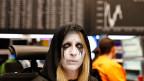Die Frankfurter Börse hat einen «schwarzen Montag» erlebt. Diese Börsenhändlerin ist am Dienstag in ihrem Fasnachtskostüm zur Arbeit erschienen. Schwarze Tränen?
