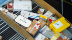Jeden Tag 20'000 Pakete aus China; fast ein Drittel aller Sendungen, die im Postzentrum Zürich-Müllingen verarbeitet werden. Die meisten stammen von der Onlinehändlerin Alibaba.