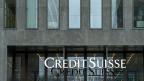 Credit Suisse musste 2009 in einem Vergleich mit den US-Behörden fast 530 Millionen Dollar Busse bezahlen, weil sie US-Sanktionen gegen den Iran verletzt hatte. Die Schweizer Banken machen also einen Bogen um Iran – aus Angst vor weiteren Bussen.