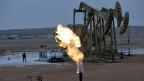 Bleibt der Ölpreis noch lange tief und investieren die Ölkonzerne nicht in die Exploration, könnte es ab 2035 knapp werden mit den Ölvorräten, schätzt ein Beratungsunternehmen.