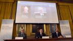 Oliver Hart und Bengt Holmström werden an der Medienkonferenz als Nobelpreis-Gewinner für Wirtschaft bekannt gegeben.