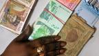 Seit über 70 Jahren ist der CFA-Franc fix gebunden, zuerst an den französischen Franc, später dann an den Euro.