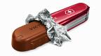 Am Ende sei das Swissness-Gesetz ein Gesetz zum Schutz der Schweizer Landwirtschaft geworden – anstatt ein Gesetz zum Schutz von Schweizer Qualität, Innovation und Handwerksgeschick, sagt der junge Bümplizer Chocolatier, der unter anderem die Schweizer Schokoladen-Taschenmesser produziert.