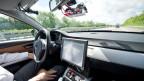Im Innern eines autonom fahrenden Autos. Symbolbild.