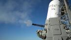 Das Phalanx-System Schützt US-Kriegsschiffe vor Raketen. Der Kapitän muss das System zwar einschalten, wenn aber sein Schiff angegriffen wird, fragt der Roboter Phalanx (Bild) nicht mehr um Erlaubnis.