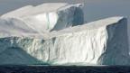 Eisberg in der Arktis. Der vergangene Winter war sehr warm. Noch nie seit gemessen wird, gab es Ende Winter so wenig Eis.