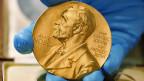 Die Medaille die den Nobelpreisträgern und -trägerinnen verliehen wird.