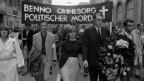 Zu sehen sind Studenten, die im Juni 1967 aus Anlass der Tötung von Benno Ohnesorg demonstrieren.
