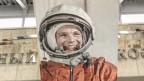 Portrait von Juri Gagarin im kosmonautischen Museum Moskau