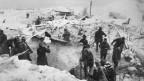 Armee und Dorfbewohner suchen nach Überlebenden