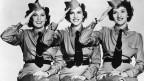 Berühmte Aufnahme der Andrews Sisters in Uniform (1942).
