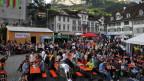 Schon nachmittags ist der Hauptplatz in Schwyz gut gefüllt mit Fans von «Jazz meets Folklore». (2011)