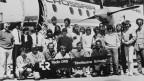Gruppenfoto mit den Alpinisten und allen von Seiten Radio-Studio Bern Beteiligten an der «Direttissima Schweiz» von 1983.