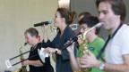 Singen, musizieren, Spass haben: Cornelia Boesch bei den Proben mit der Jason Boon Bigband.