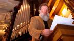 Wolfgang Sieber in Kirche vor Orgel.