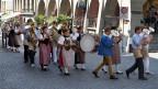 Die Brass Band Emmental in den Gassen von Burgdorf im Rahmen der «Potzmusig»-Sendung vom Eidgenössischen Schwing- und Älplerfest 2013.