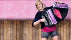 Die pinkfarbene Harmonika gilt als Markenzeichen von Melissa.