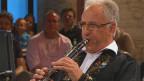 Der Klarinettist während eines Fernsehauftritts.