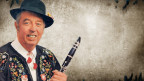 Bildcollage mit einem Porträt von Sepp Omlin auf einem Vintage-Background.